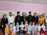 Епископ Савва посетил с рождественским визитом детский сад в поселке Вейделевка