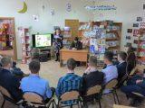 Встреча со старшеклассниками Вейделевской СОШ в детской библиотеке п.Вейделевка ко Дню православной книги