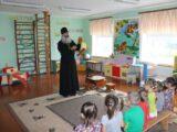 Священник посетил детский сад села Фощеватово
