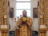 Правящий архиерей Валуйской епархии совершил Божественную Литургию в Свято-Николаевском кафедральном соборе г. Валуйки