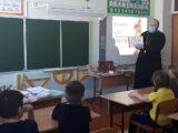 Настоятель храма Рождества Пресвятой Богородицы села Калиново провел встречу с учащимися Калиновской средней школы