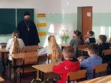В преддверии праздника Дня Православной книги священник встретился с учениками Валуйской СОШ №2
