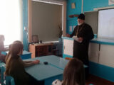 Священник провел профилактическую беседу о вреде алкоголя со старшеклассниками Волоконовской средней школы №1