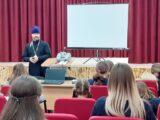 Встреча учеников 5-10 классов Камызинской СОШ с настоятелем Свято-Духовского храма с. Камызино
