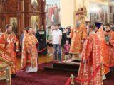 Епископ Валуйский и Алексеевский Савва совершил Божественную Литургию в Свято-Троицком кафедральном соборе г. Алексеевка
