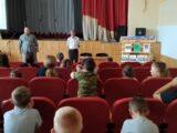 Руководитель историко-архивного отдела Валуйской епархии встретился с ребятами из школьного летнего лагеря Погромской СОШ