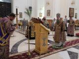 В канун праздника Изнесения Честных Древ Животворящего Креста Господня епископ Савва совершил вечернее богослужение в Свято-Николаевском кафедральном соборе г. Валуйки