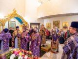Епископ Савва сослужил митрополиту Белгородскому и Старооскольскому Иоанну в Свято-Троицком домовом храме здания Белгородской митрополии