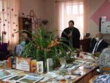 В день пожилого человека священник посетил библиотеку и принял участие в праздничном мероприятии